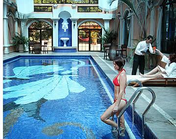 Valle Escondido poss�de une piscine couverte climatis�e