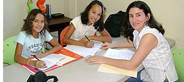 Beaucoup de nos professeurs d'espagnol ont beaucoup d'exp�rience dans l'enseignement en espagnol � des enfants de 4 � 12 ans